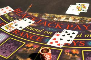 Three-hand-blackjack-dealer-blackjack